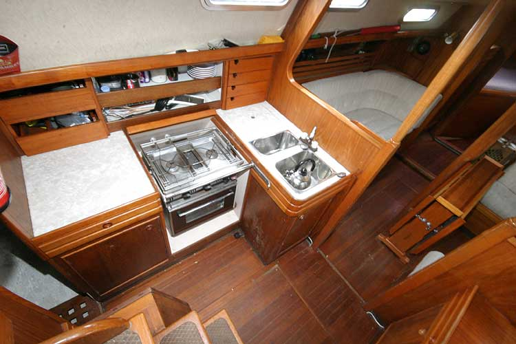 Vancouver 32for sale View to port through the companionway -