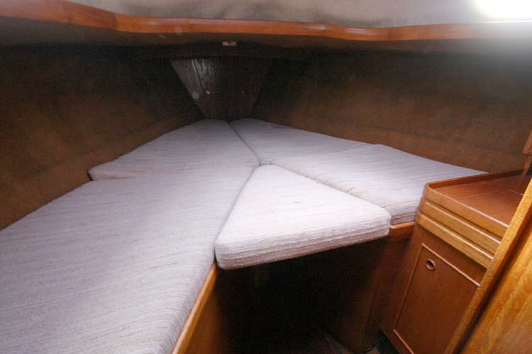 Vancouver 32for sale Forward cabin -