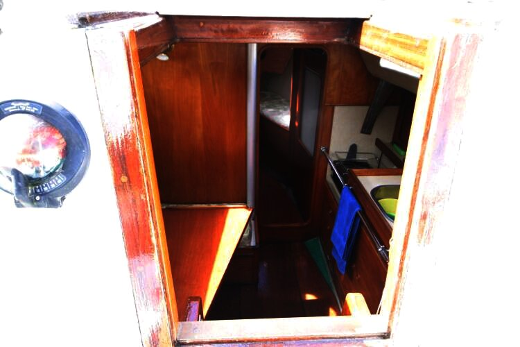 Colvic UFO 27for sale Looking into the Companionway -